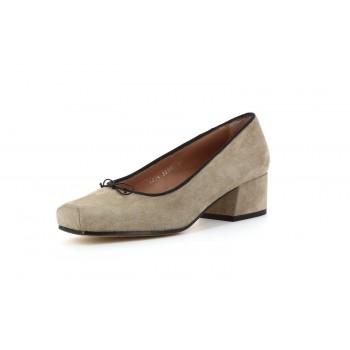 Zapato de tacón ante